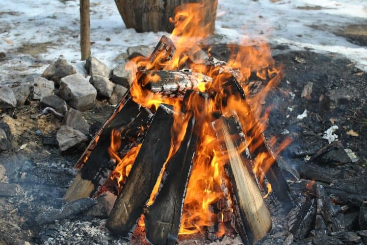 self-sufficient-living building a fire