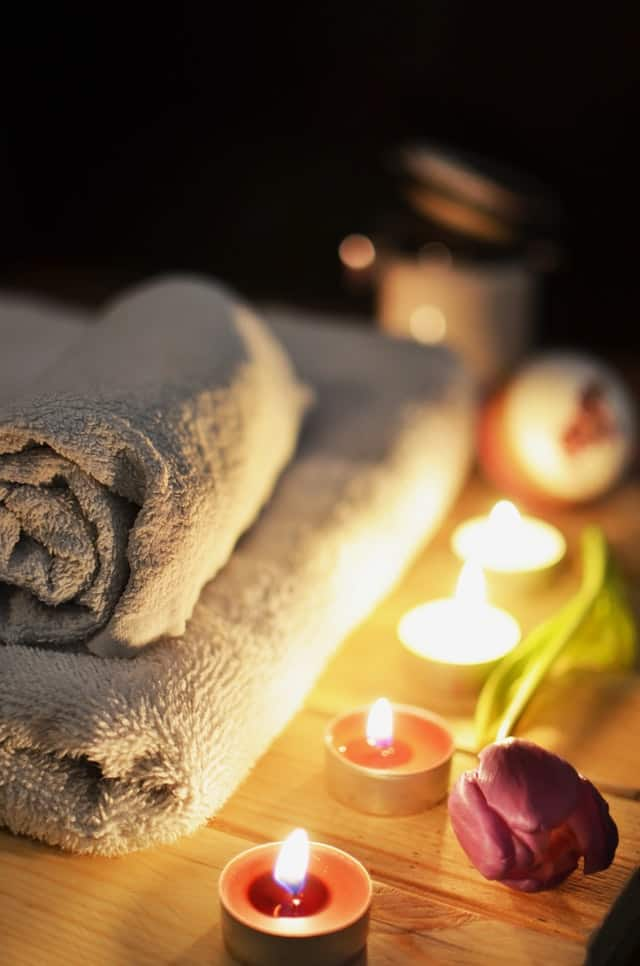 Ways to add luxury to your bathroom-candles
