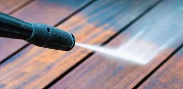 pressure washing a deck to stop mold
