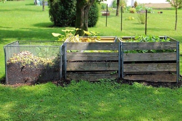 3 bin compost pile