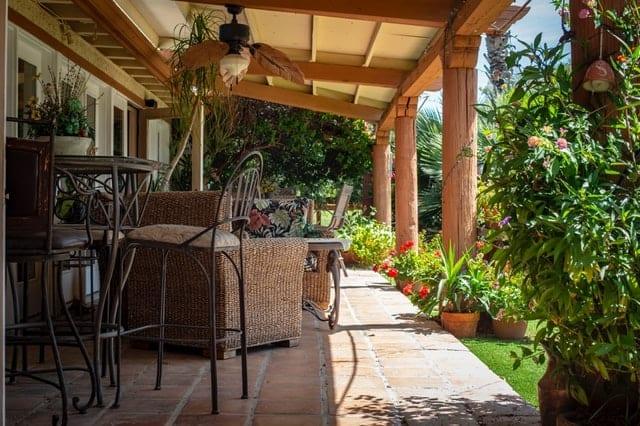 porch with foiliage