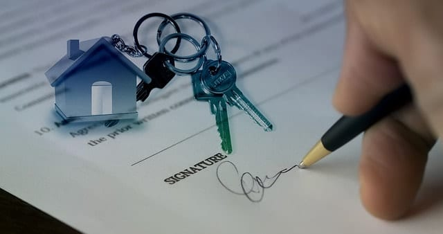 keys and mortgage contract