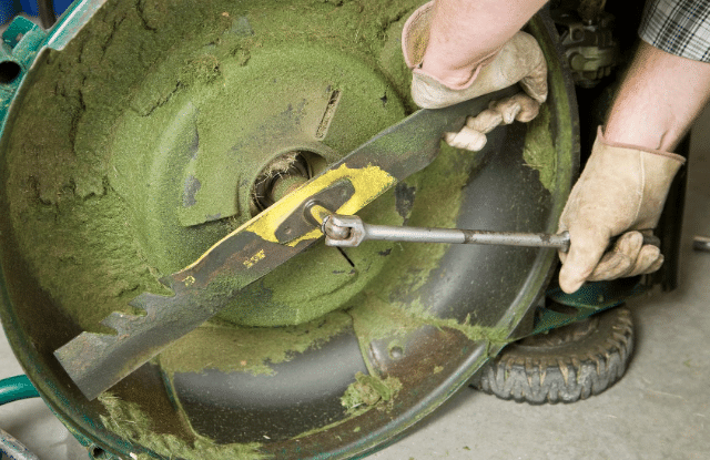 Maintaining mower blades