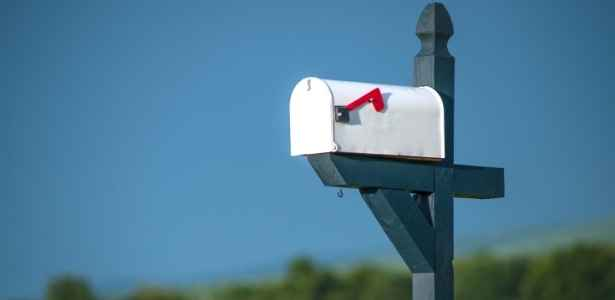 A simple painted mailbox to make your home look fantastic.