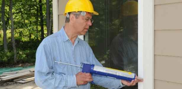 Sealing the windows and door frames