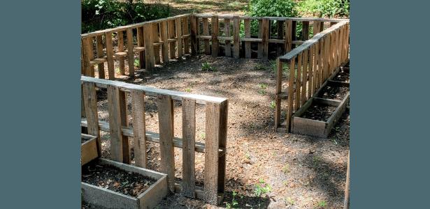 Pallet fence herb garden