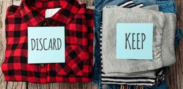decluttering clothe