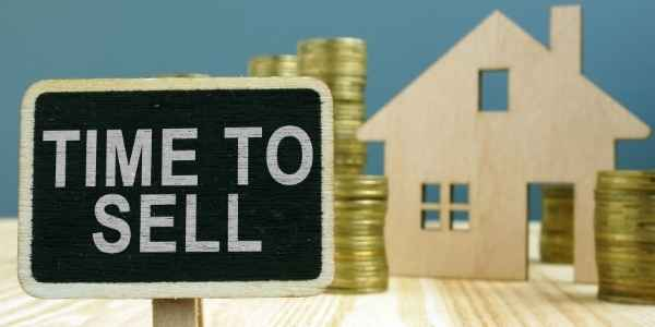 Housewith a Time to Sell sign
